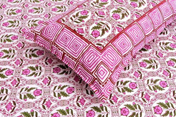 Stylish Pink Square Waves Floral Print Double Bedsheet with pillow covers