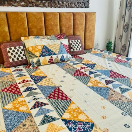 Barmeri Print Triangle Shape King Size Bedsheet Closeup