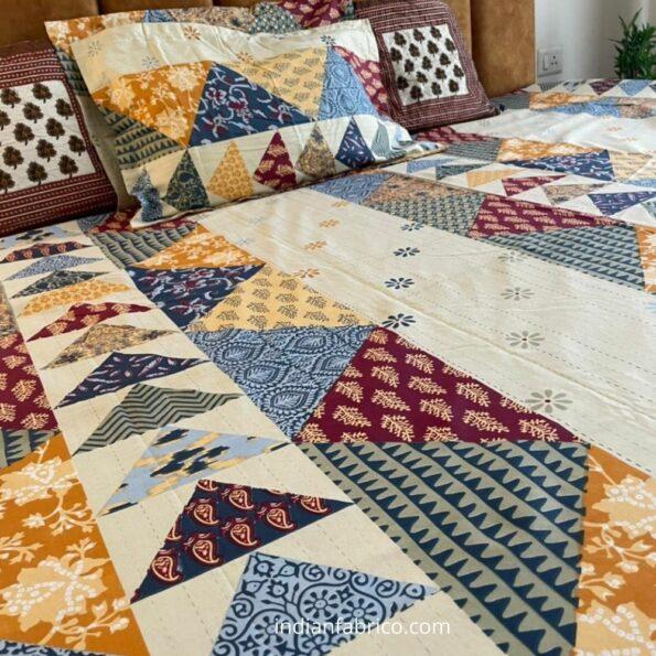 Barmeri Print Triangle Shape King Size Bedsheet Sideview
