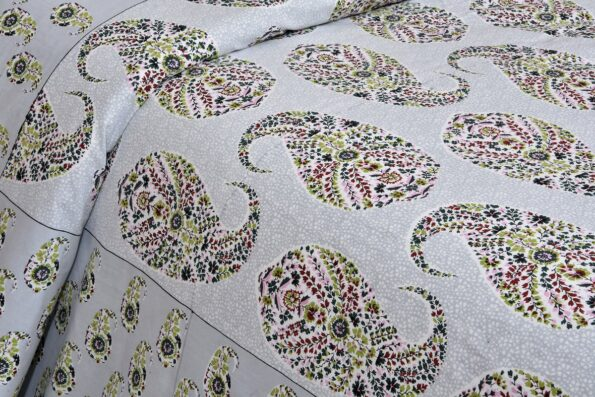 Beautiful Seashell Print King Size Double Bedsheets with 2 Pillow Covers