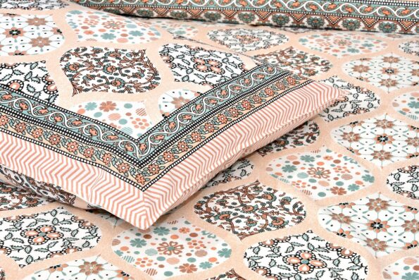 Awesome leaves Brown Cream Double Bedsheet Closeup